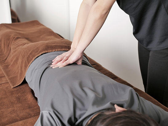 腰痛に効くツボと自分でできるマッサージ|町田deマッサージ!